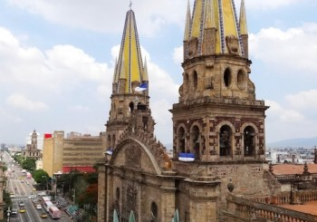 best_mexican_cooking_and_food_tours_Guadalajara-Food-Tours-catedral